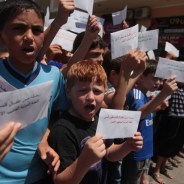 Palestinian children deliver messages to the ICRC in Gaza City on June 18, calling for intervention on behalf of hunger strikers. – Photo: Ashraf Amra, APA