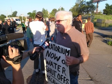 This protester, David Sole of Moratorium Now, is a retired DWSD employee. – Photo: Abayomi Azikiwe, Pan-African News Wire