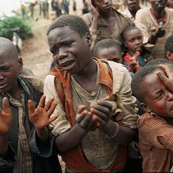Rwandan refugee children plead for permission to cross the bridge to Congo, then Zaire, during the 1994 Rwandan massacres. – Photo: AP