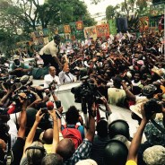 An exuberant crowd in Petionville, a neighborhood in Port au Prince, Haiti, surrounds former President Jean Bernard Aristide and Lavalas presidential nominee Maryse Narcisse on Aug. 29, 2016. – Photo: Tripotay Lakay