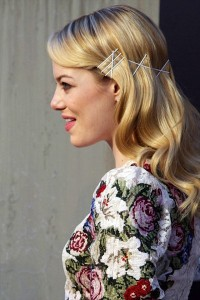 large_Fustany-Hair-Style_Your_Hair_with_Bobby_Pins-Emma_Stone