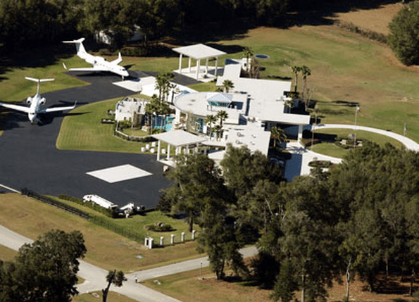 John Travolta's house like the airport-j8996896 ‫(29411202)‬ ‫‬