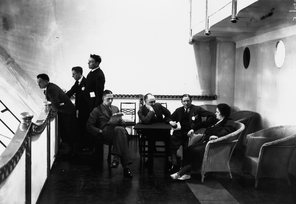 November 1929: Passengers on board the lounge promenade of the R-100 Airship at Howden, Yorkshire. (Photo by Central Press/Getty Images)