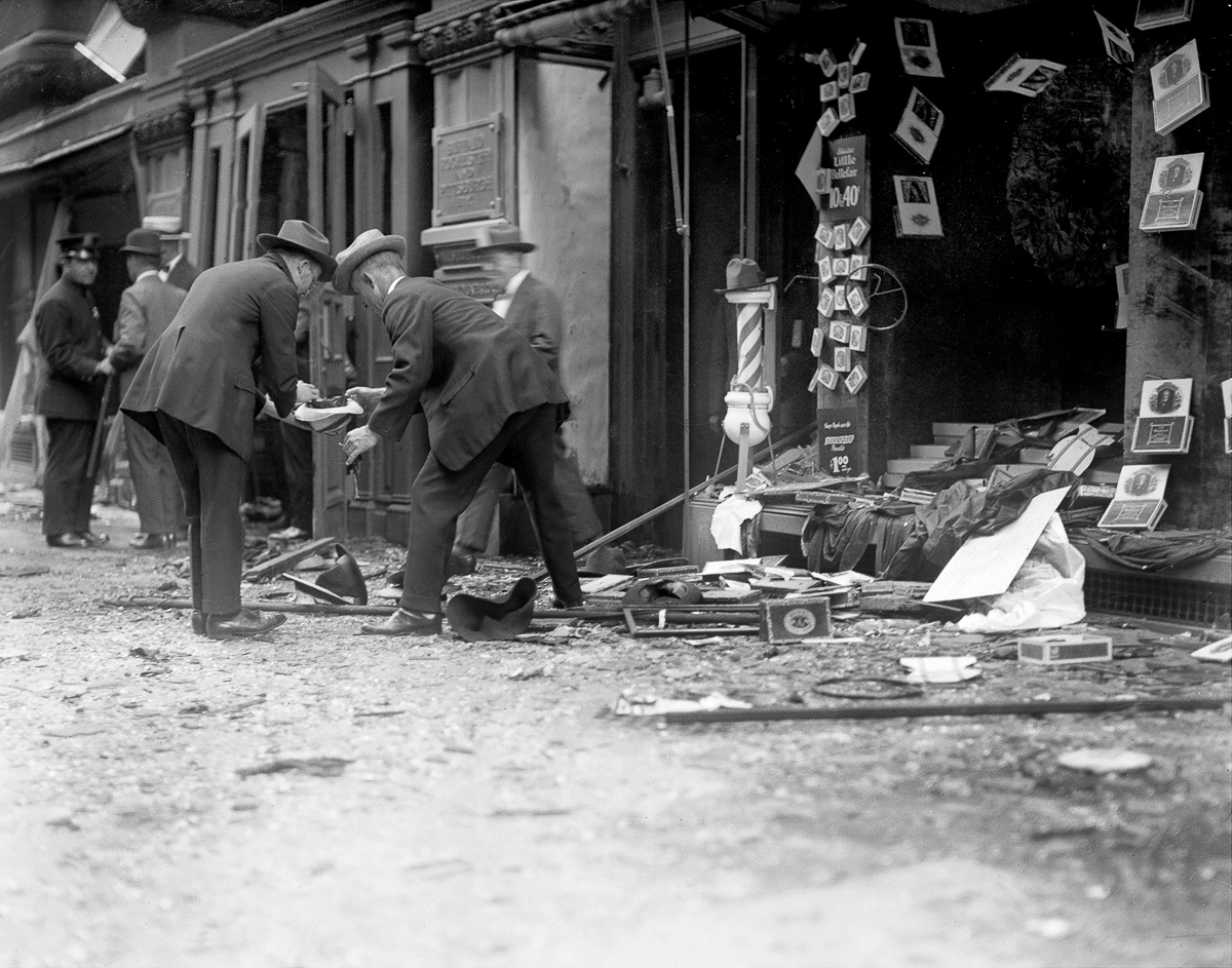 UNITED STATES - SEPTEMBER 16: Wall Street bombing explosion. Wrecked Schulte cigar store window. (Photo by NY Daily News Archive via Getty Images)