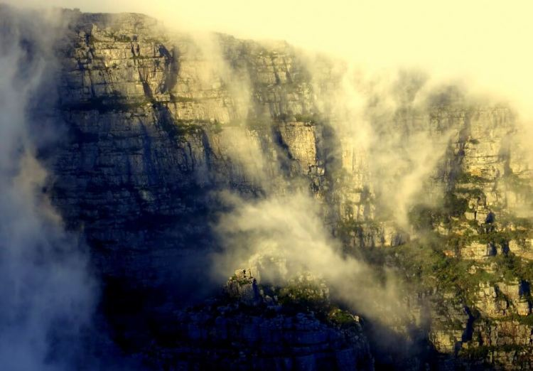 Did you know that when the clouds cover the top of the table mountain, it's referred to as the table cloth? Get it? Table... table cloth...