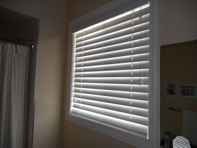 the best blinds for your bathroom shade works
