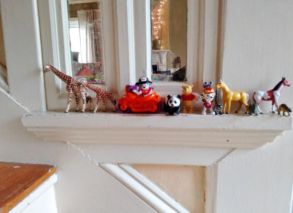 Animals on a ledge on Shalavee.com