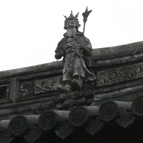 The rooftops of the buildings usually include animals along the lines.  Sometimes, human figures are also included...
