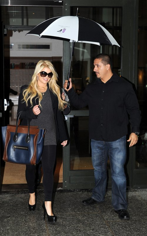 jessica-simpson-Celine-winter-2011-luggage-bag-1
