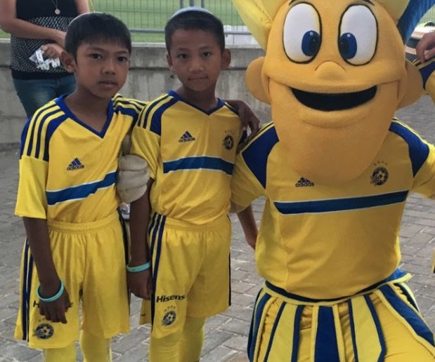 With mascot (close-up)