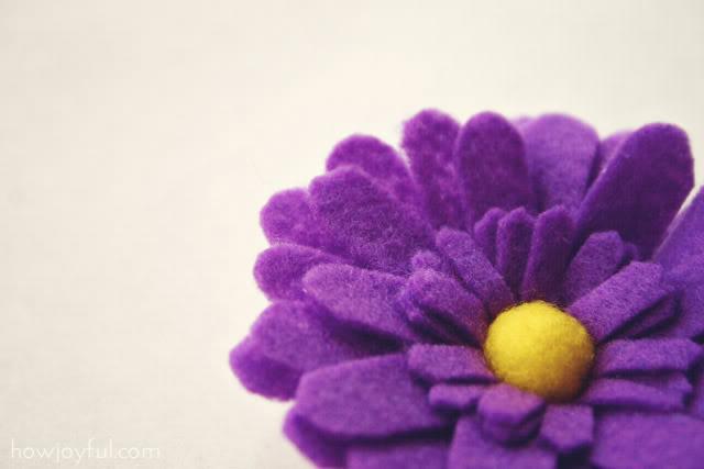 Cách làm hoa bằng vải nỉ cho người mới học