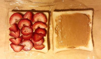草莓花生三明治