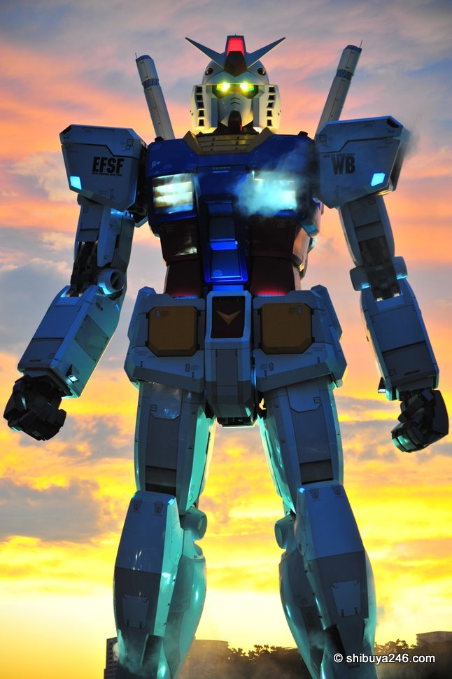 Gundam comes to life in the evening at Odaiba