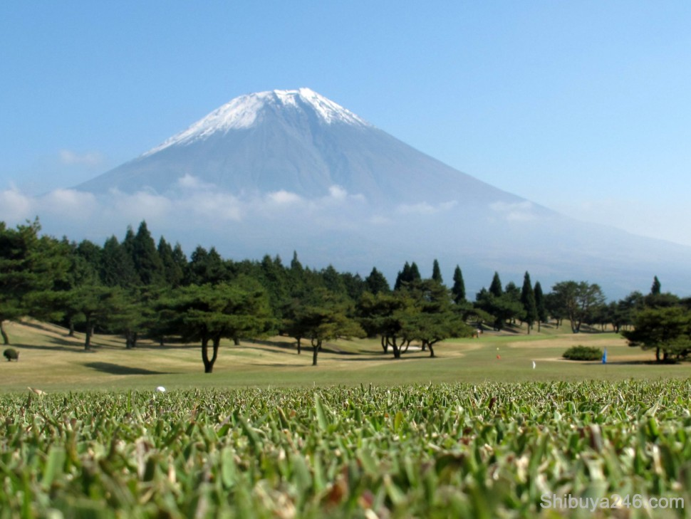 Decided to set the camera down in the grass and look up at Mt Fuji at this point
