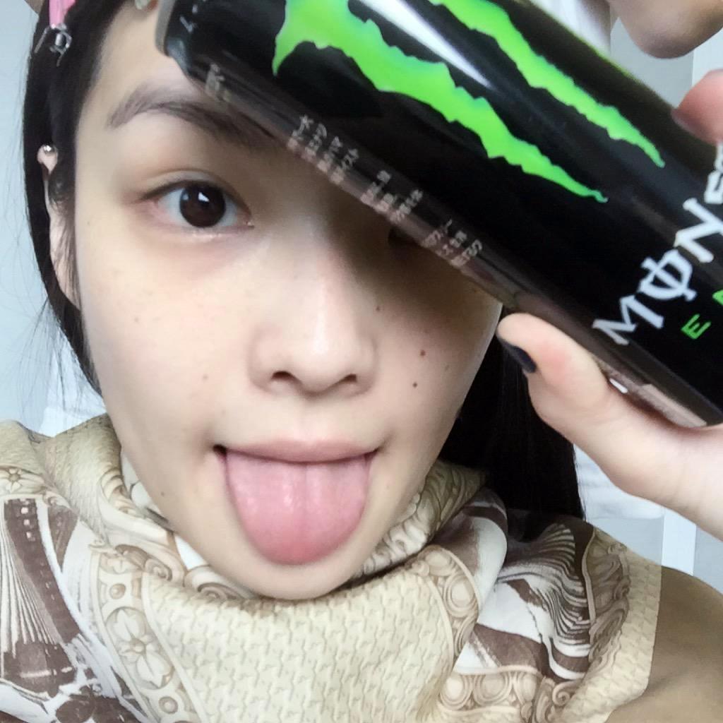 秋元梢の舌出し (23)