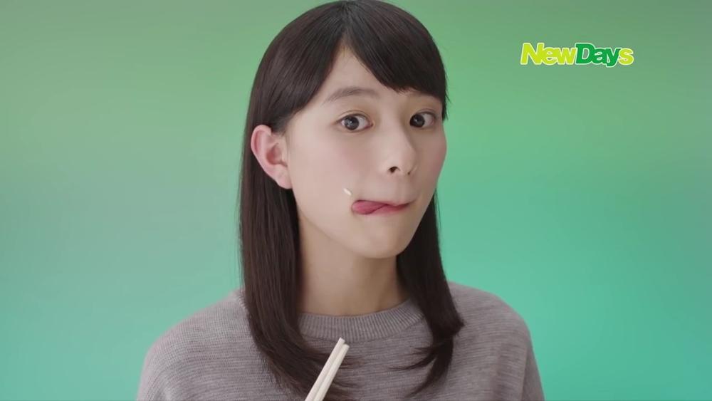 芳根京子の食事舌 (1)