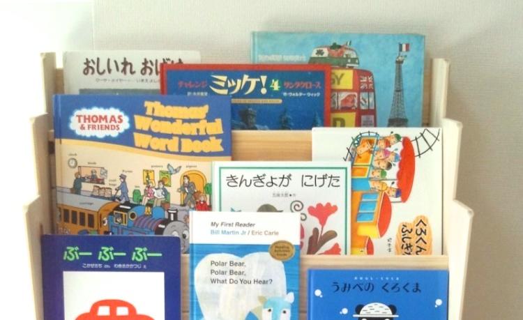 ひのきの絵本棚は、小さなお子様のあるご家庭にぴったりです。