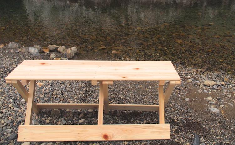 贅沢なのにお買い求めやすいひのきベンチです