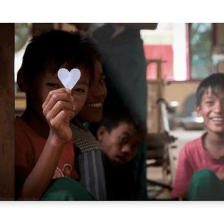 Panell Fotogràfic alumini - Encantador nen a Myanmar durant un dels meus tallers.