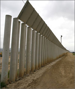obama-border-fence-2
