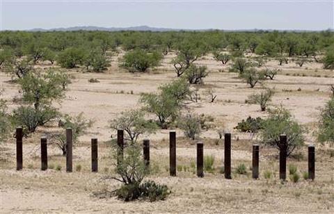 obama-border-fence
