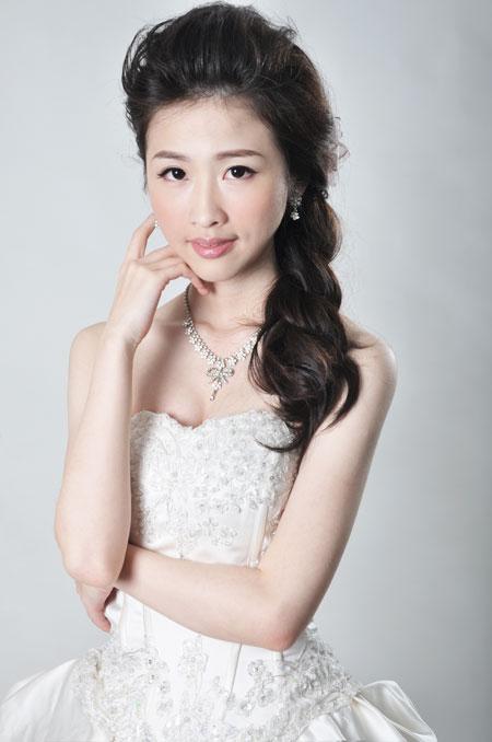 超輕盈白皙透亮妝感 之 天生美人 林薇
