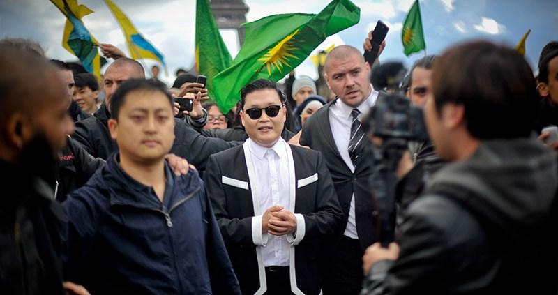 'Gangnam Style' Paris flashmob 08