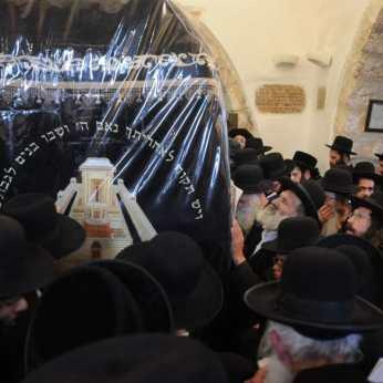 """עצרת התפילה להצלחת עם ישראל והניתוח של הגה""""צ הרב אליעזר ברלנד שליט""""א"""