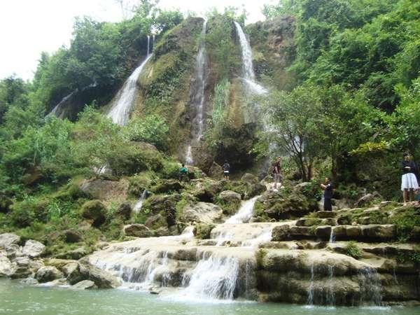 Kemolekan  Ngarai Cantik Air Terjun Sri Gethuk Wonosari