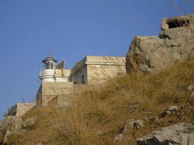 Le phare de la réserve naturelle de Capo Gallo, près de Palerme