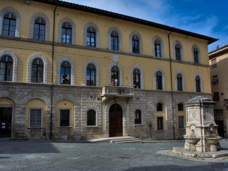il_palazzo_del_comune_di_poggibonsi