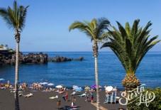Пляж Ла-Арена с черным вулканическим песком на Тенерифе