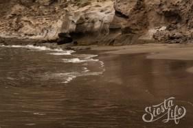 Пляж с черным песком Лос-Гигантес