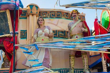 Карнавал на Тенерифе — участники в древнегреческих костюмах
