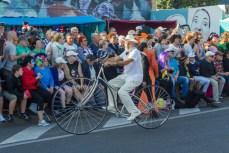 Главное шествие карнавала на Тенерифе в 2016 году — старинный велосипед
