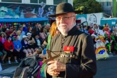 Главное шествие карнавала на Тенерифе в 2016 году — костюм священника