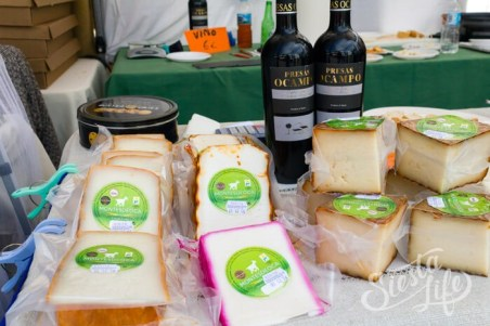 Козий сыр Ярмарка в Сантьяго-дель-Тейде