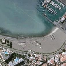Пляж Лос Кристианос со спутника