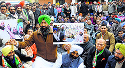 PPCC spokesman Sukhpal Khaira leads a protest against minister Bikram Majithia in Jalandhar on Saturday. Protesters were not allowed to proceed towards sammelan venue.