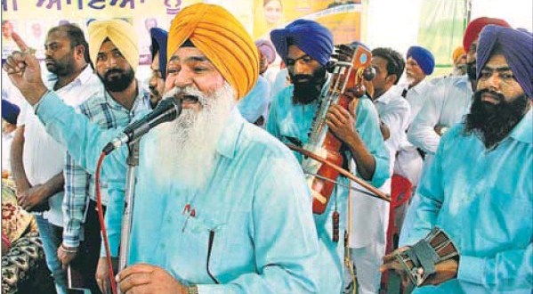 Members of a dhadi jatha performing at Akalia Kalan village before the arrival of sitting MP and SAD candidate from Bathinda, Harsimrat Kaur Badal,