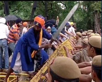 Dal Khalsa Badals Preparing Ground for Physical Showdown With Sikhs of Haryana