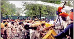 Delhi Police uses Water Cannons on Sikhs