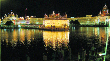 A spectacular view of an illuminated Golden Temple in Amritsar.