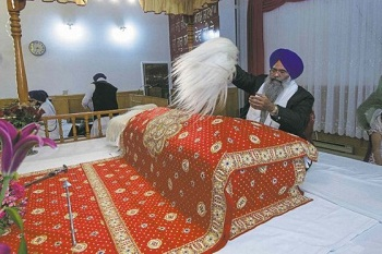 Saroops-of-Guru-Granth-Sahib-arrive-in-Manitoba-e1416146034196
