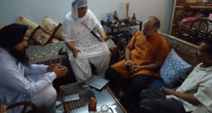 Bibi Jagdish Kaur with Arvind Kejriwal in 2014.