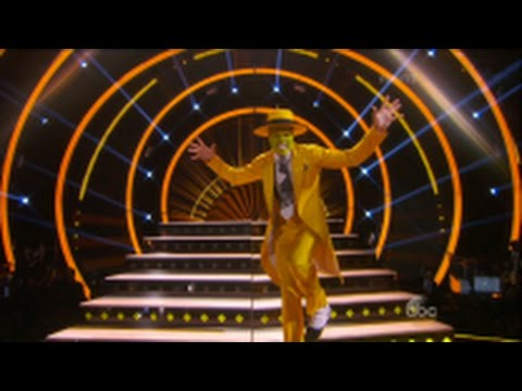 'DWTS' Jodie Sweetin, Kim Fields, Nyle DiMarco, Von Miller, Doug Flutie Pays Homage to TV and Movies