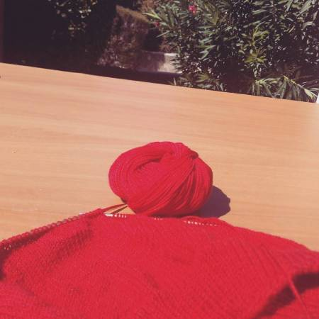 Now that the excruciating heat around midday is gone, I would love to spend more lunches outside (and sneak some knitting in), rather than stay at my desk staring at the PC screen. Should have 2-3 months of nice enough weather. 🌄Ужасная летняя жара прошла, и я надеюсь, что буду чаще обедать (и вязать) на улице + а не сидеть за своим столом, уткнувшись в компьютер. Еще пару месяцев должна быть подходящая погода. 🌻