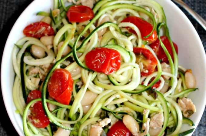 zucchini noodles with chicken tomatoes and white beans Simpleandsavory.com