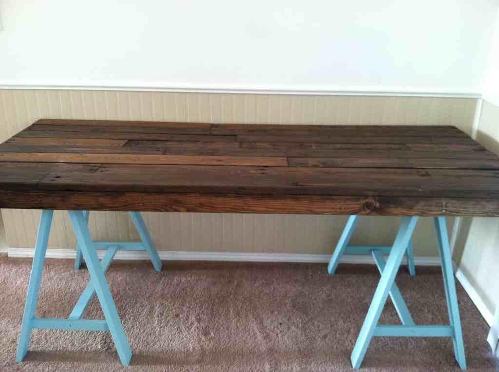 pallet desk turquoise