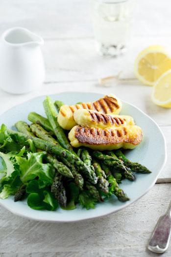Grilled asparagus & haloumi salad